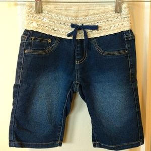 Squeeze jean shorts